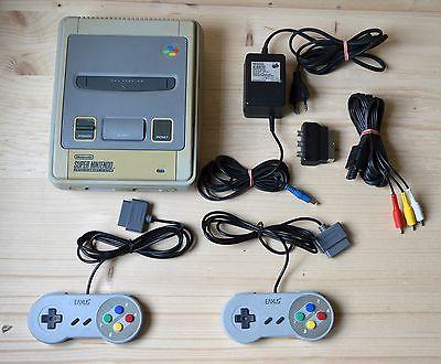 SNES - Super Nintendo Konsole mit 2 Controller (gebrauchter Zustand)