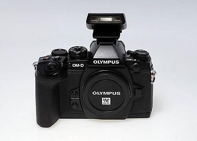 Olympus OM-D OM-D E-M1 - Schwarz mit FL-LM2 - gebraucht