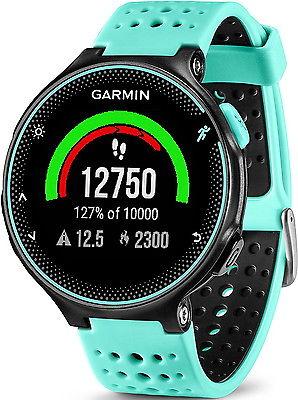 »Forerunner 235« von Garmin. GPS-Laufuhr mit Herzfrequenzmessung am Handgelenk