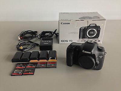 Canon EOS 7D 18.0 MP SLR-Digitalkamera - (Nur Gehäuse) mit Zubehörpaket