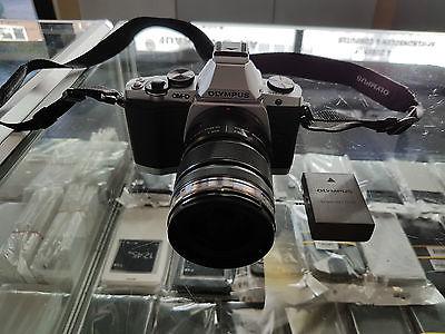 Olympus OM-D E-M5 Mark II 16.1MP Digitalkamera - Silber (Kit mit EZ-M 12-50mm...
