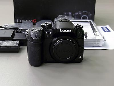 Panasonic LUMIX GH4 16.0MP Digitalkamera - Schwarz (nur Gehäuse)
