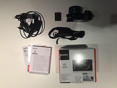 Sony Alpha ILCE-6000L 24.3 MP mit SEL-P1650 - schwarz mit Zubehörpaket