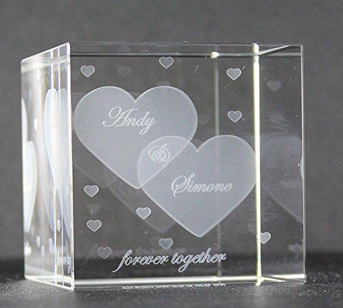 VIP-LASER Glaswürfel XL mit zwei großen Herzen und kleineren Herzen graviert. Wir gravieren auch noch Deine Wunschnamen kostenlos ein - das ideale Partner Liebesgeschenk Geschenk zum Valentinstag, Weihnachten , Jahrestag oder zur Verlobung! Weihnachtsgesc