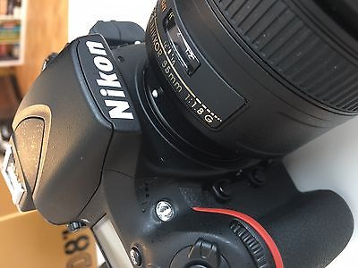 Nikon D 810 + AF-S 85 mm 1:1.8 G + Handgriff