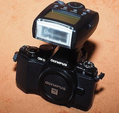 Olympus OM-D E-M10 Mark I mit TTL-Systemblitz ovp!