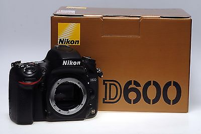 Nikon D600 digitale Profi-SLR Kamera - gebraucht - NUR ca. 3000 Auslösungen!!!