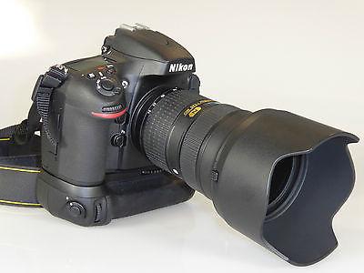 Nikon D 800 mit AF-S Nikkor 24-70mm 1:2,8G ED und Batteriegriff Nikon MB-D12