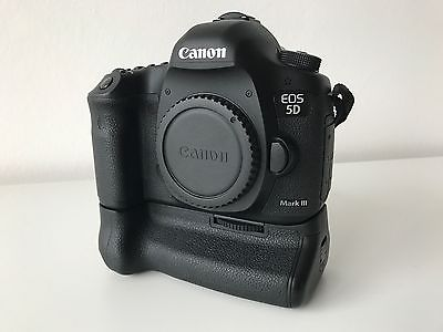 Canon EOS 5D Mark III (3) mit BG E11 Kameragriff, Gehäuse Body sehr gepflegt.