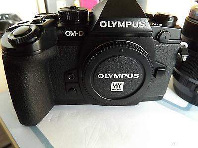 Olympus OM-D E-M1 16.0MP Digitalkamera - Schwarz (Kit mit 12-40mm Objektiv)