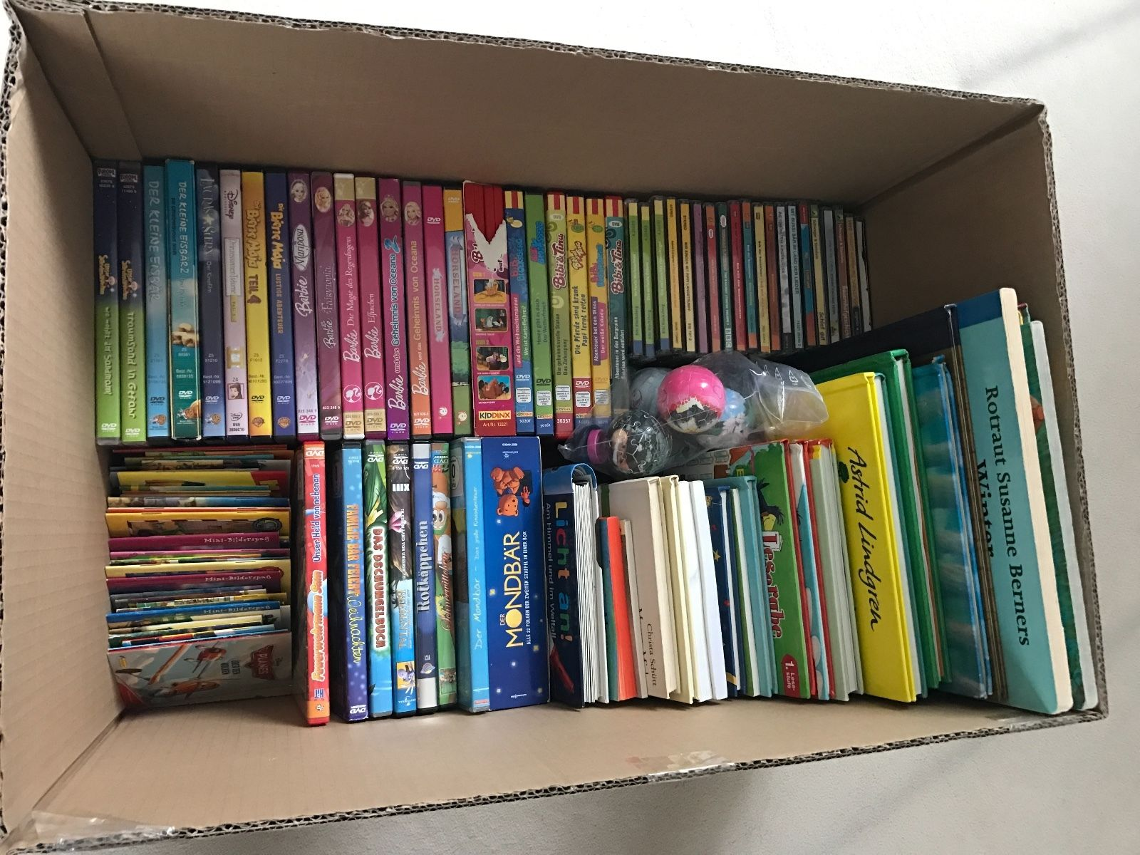 Kinder DVD- CD- und Büchersammlung