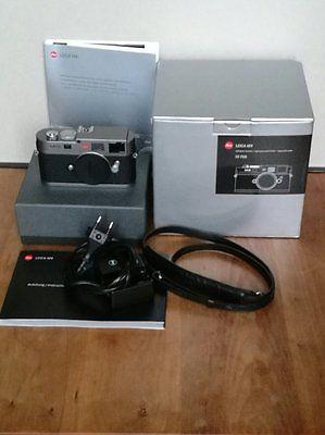 Leica M M9 18.0MP Digitalkamera - Stahlgrau, ca. 5000 Ausl., sehr gut erhalten.