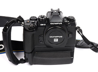 Olympus OM-D E-M1 16.0MP Digitalkamera - Schwarz mit Batteriegriff (Nur Gehäuse)