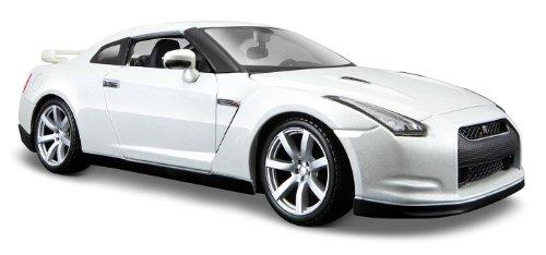 Maisto 531294 - Nissan GT-R '09 1:24 (farblich sortiert)