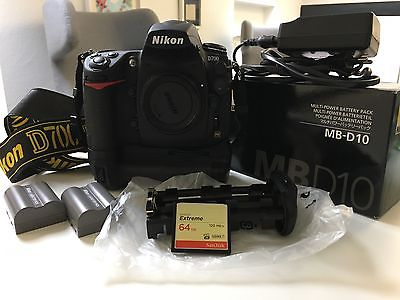 Nikon D D700 12.1 MP SLR-Digitalkamera, Handgriff MB-D10 mit Zubehörpaket