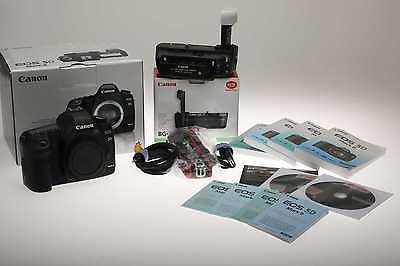 Canon EOS 5D Mark II - Gehäuse/Body mit BG-E6 Batteriegriff