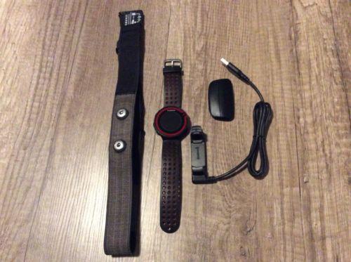 Verkaufe eine GPS Laufuhr Garmin Forerunner 220 Schwarz-Rot mit Brustgurt