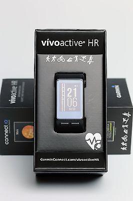 Garmin vivoactive HR smartwatch mit Herzfrequenzmessung am Handgelenk