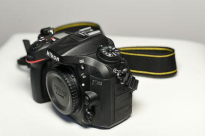 Nikon D7200 24MP DSLR - nur Body - 744 Auslösungen - mit Zubehörpaket