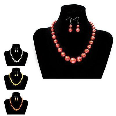 Eine Perlenkette mit Ohrringen Set Kette Perlen weiß gelb orange rot