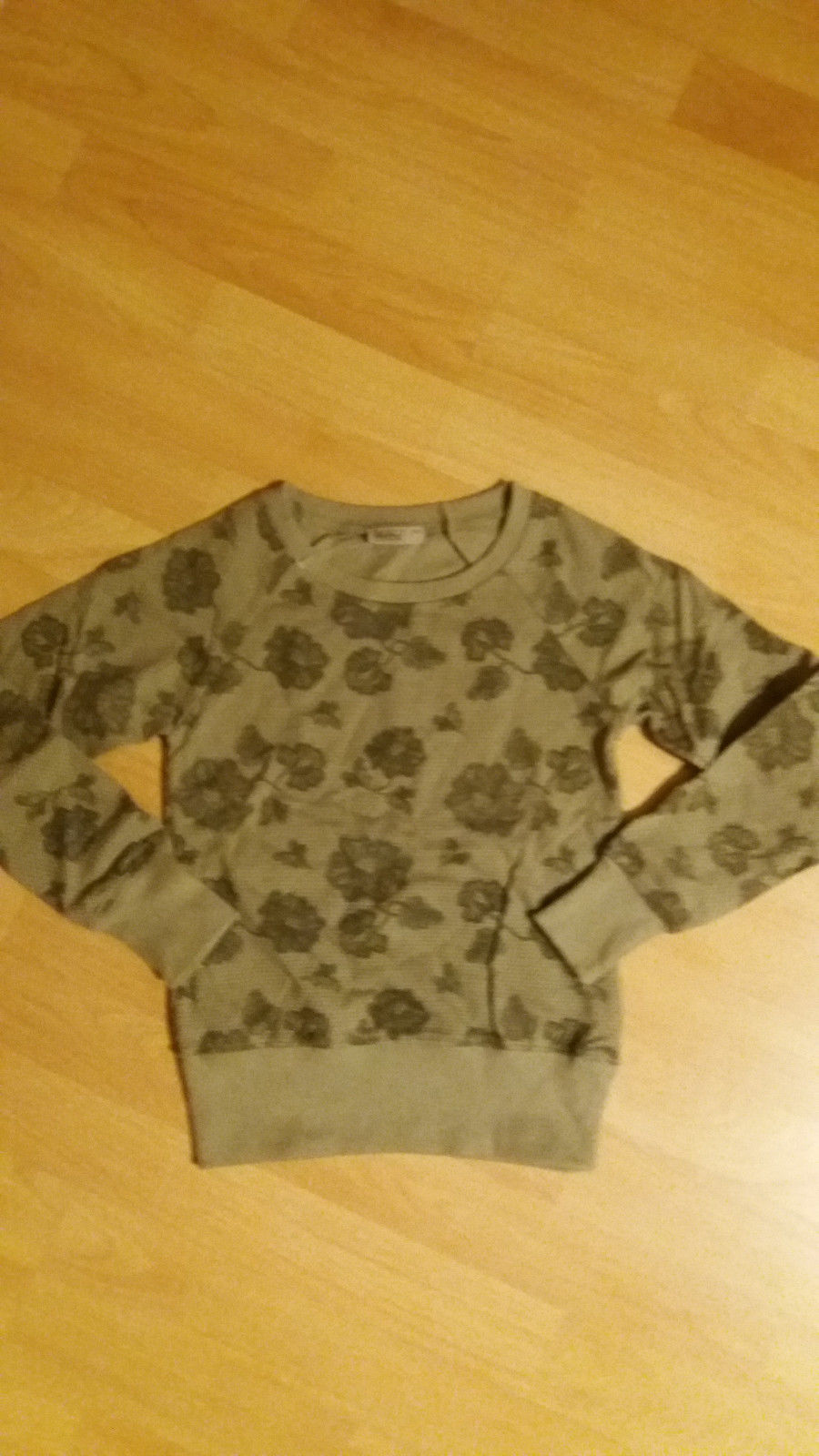 Mädchen Pullover mit Blumenmotiv in Khaki verschiedene Größen  Neu