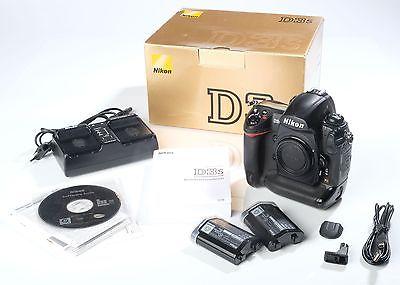 Nikon D3s, 2 Akkus + Zubehörpaket