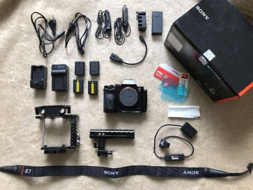 Sony Alpha ILCE-7S - A7s - Kamera + Cage + OVP + Mehr