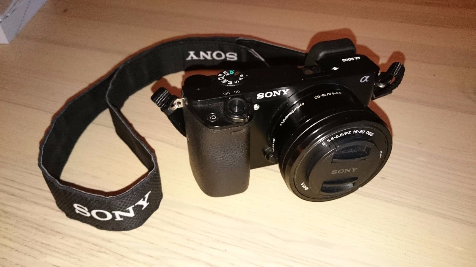 Sony Alpha ILCE-6000L 24.3 MP SLR-Digitalkamera - Schwarz (Kit m/ E PZ 16-50mm