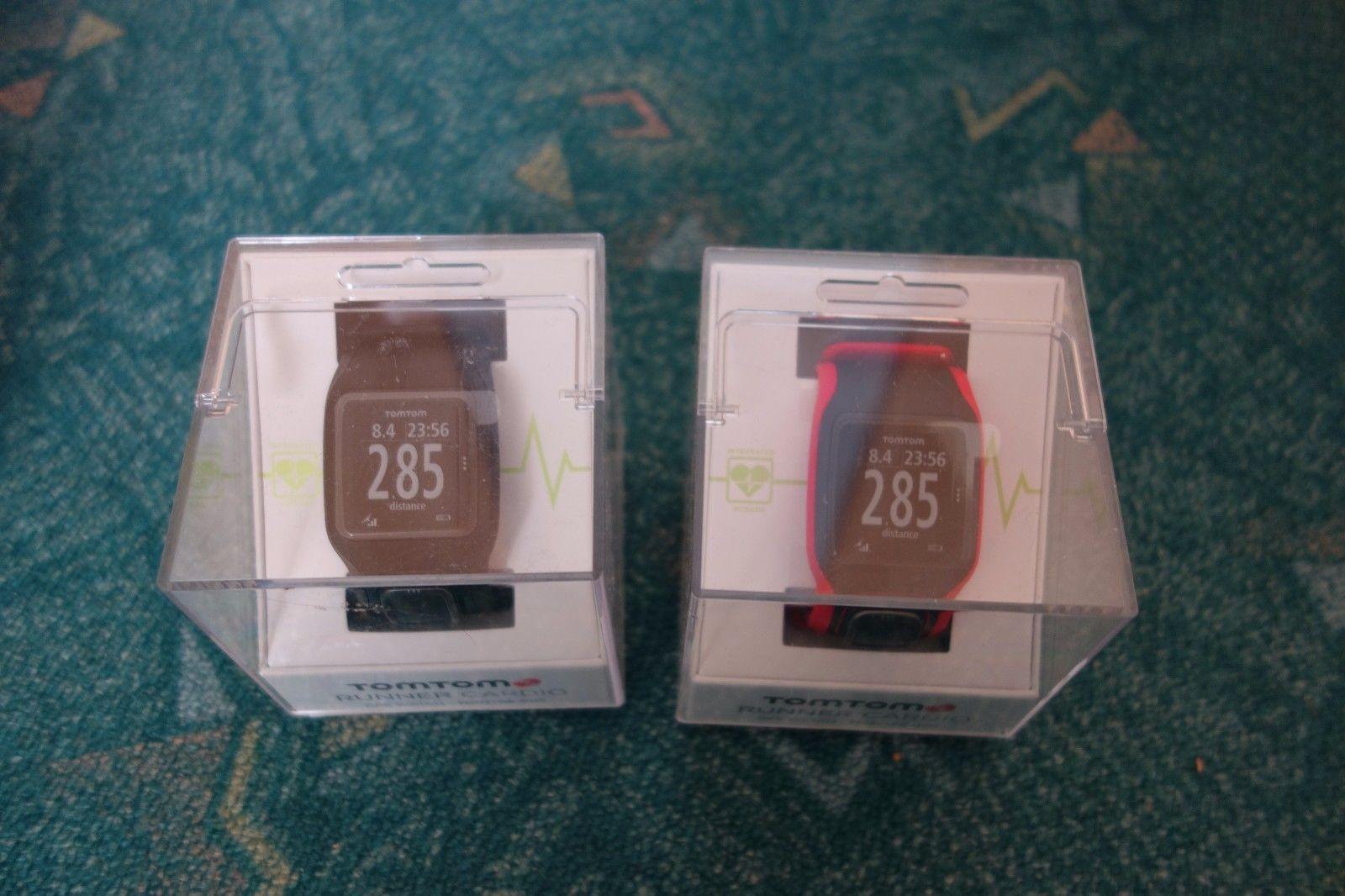 2 x TomTom Runner Cardio GPS-Sportuhr in schwarz/rot und schwarz