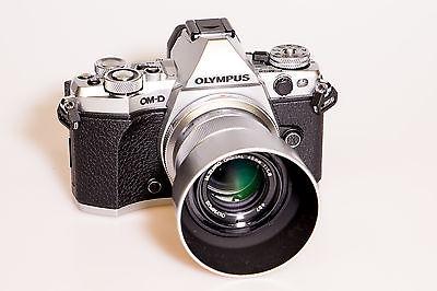 Olympus OM-D E-M5 Mark II Schwarz Silber (Gehäuse, nur 1 Monat alt)