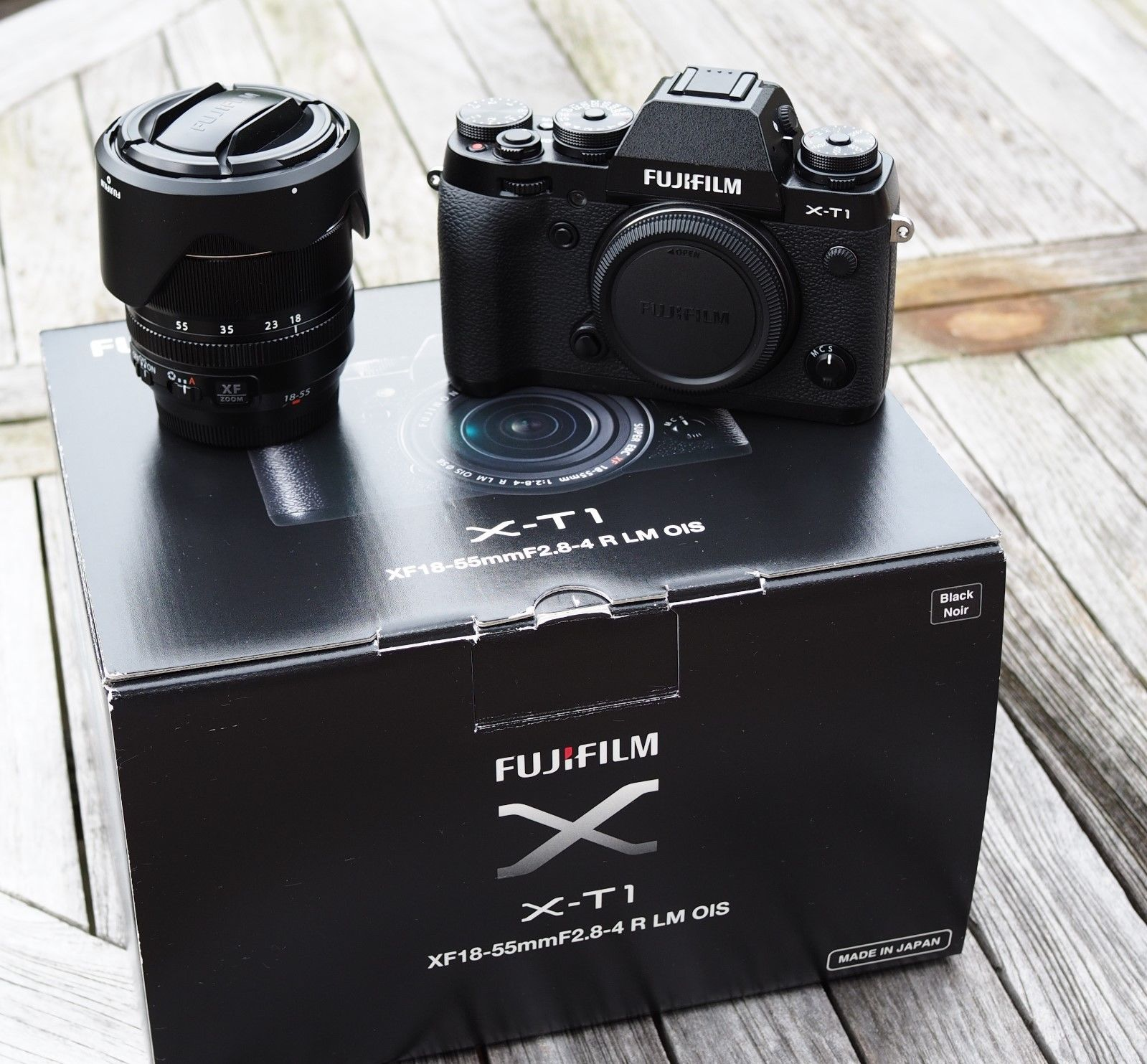 Fuji X-T1 schwarz mit XF 18-55 mm f2.8-4.0 80th Anniversary