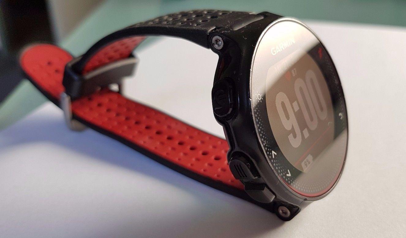 Garmin Forerunner 235 schwarz/rot, gebraucht, top Zustand, mit Schutzfolie