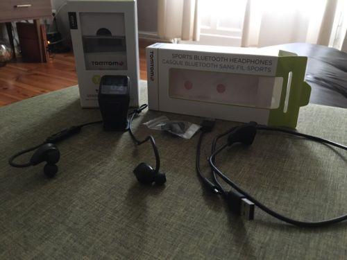 TomTom Spark Cardio + Musik GPS-Fitnessuhr - Schwarz (Größe L) + Kopfhörer