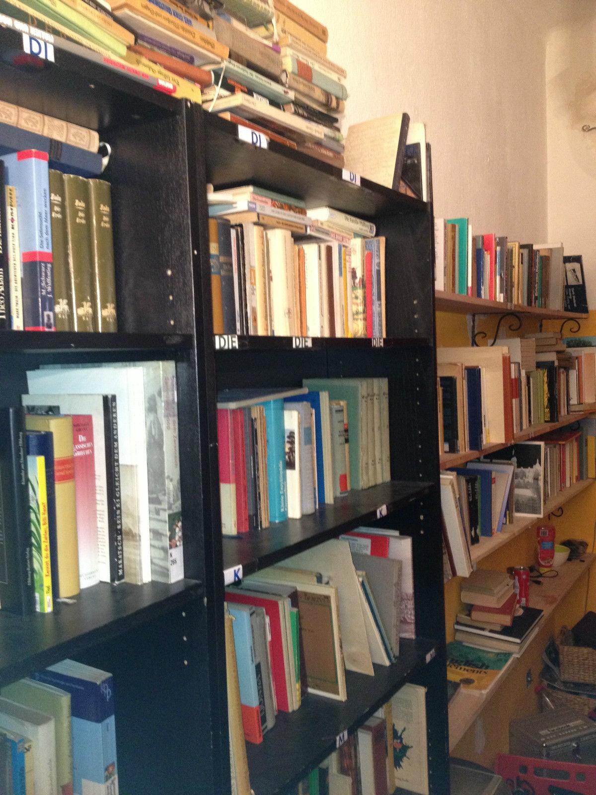 Auflösung Privatbibliothek! Insgesamt mehr als 400 Bücher!