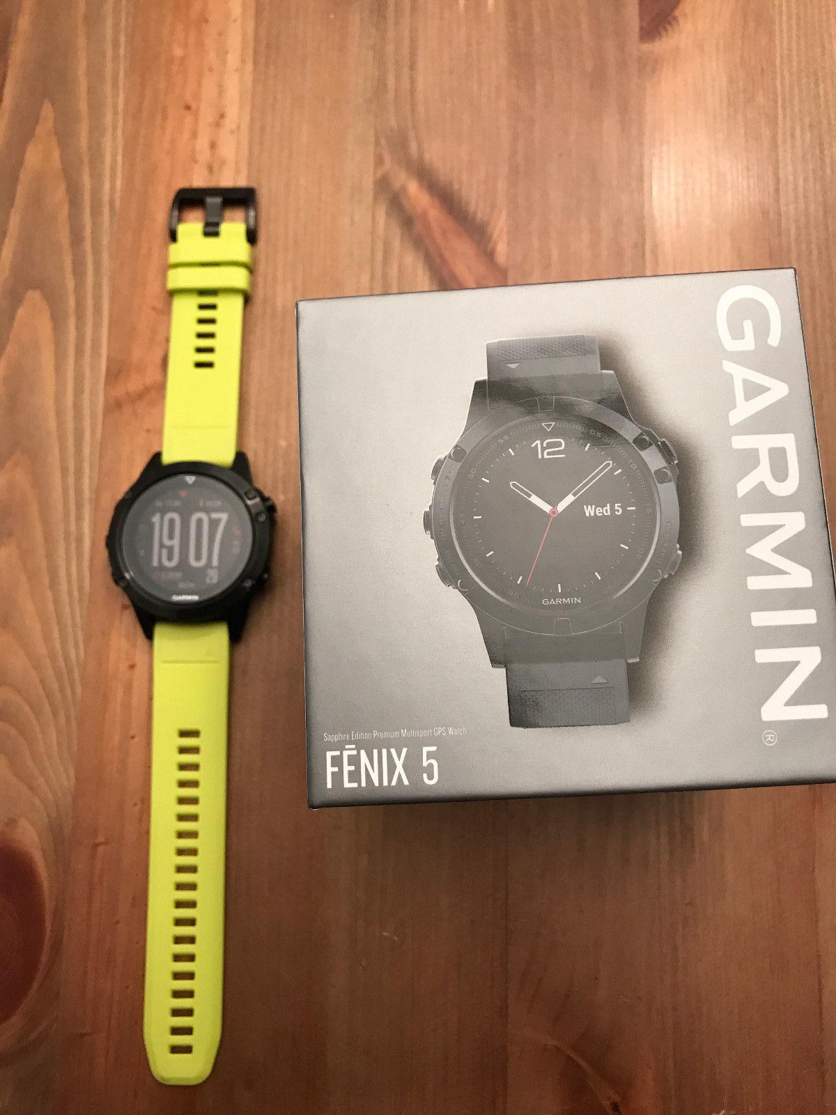 Garmin fenix 5 Saphir - mit schwarzem und gelbem Armband in OVP, wie Neu