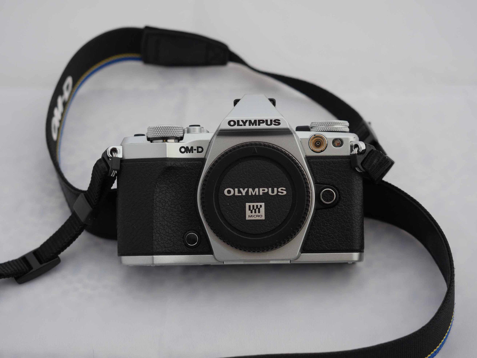 Olympus D OM-D E-M5 Mark II 16.0MP Digitalkamera - Schwarz Silber nur Gehäuse
