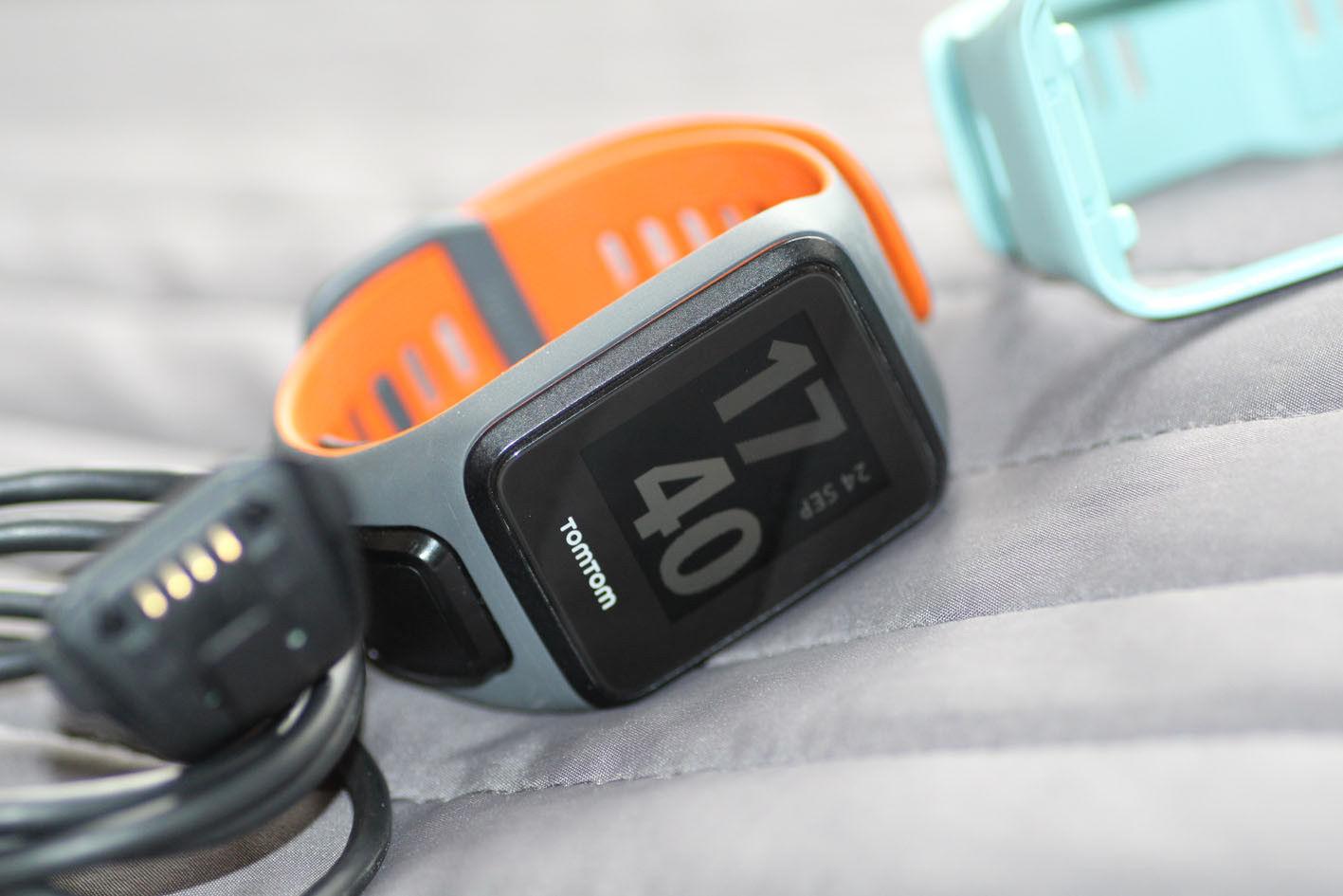 Tolle TOMTOM SPARK3 CARDIO GPS Uhr, wie NEU, mit 2 Wechselarmbändern Größe S