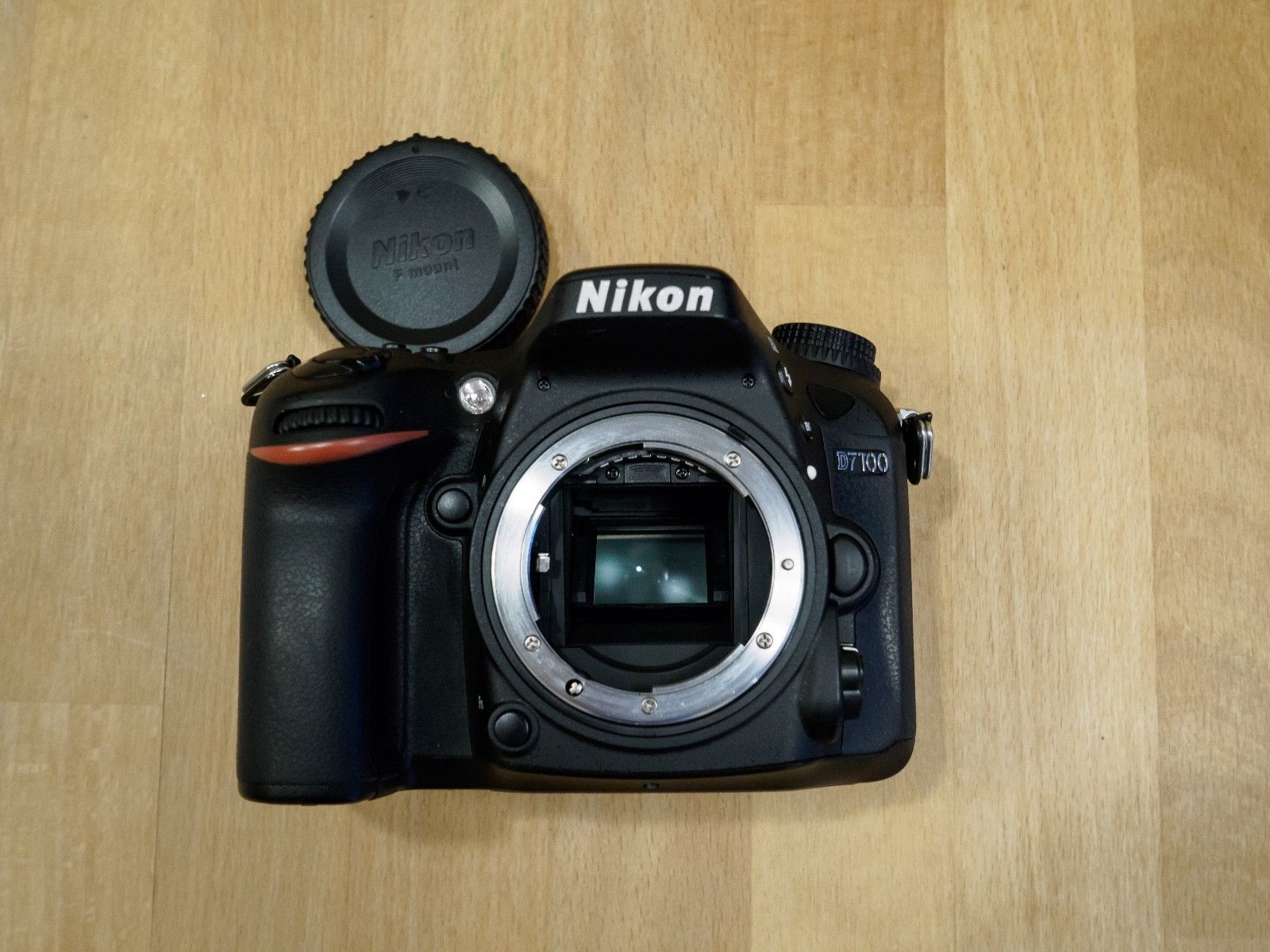 Nikon D7100 24.1 MP SLR-Digitalkamera, nur 9500 Auslösungen, inkl. Zubehörpaket