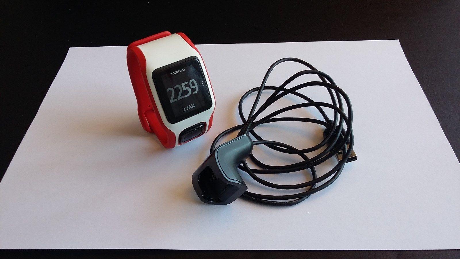 Laufuhr TomTom MultiSport Cardio mit Ladekabel (weiß-rot)