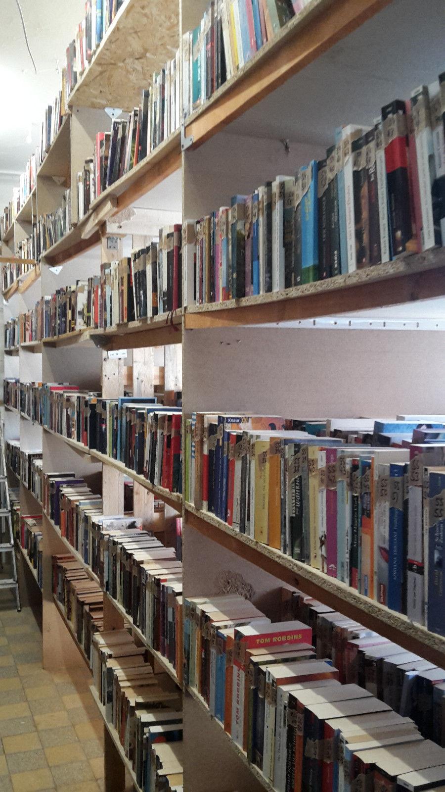 Bücher, 10.000 Stück, sehr guter Zustand