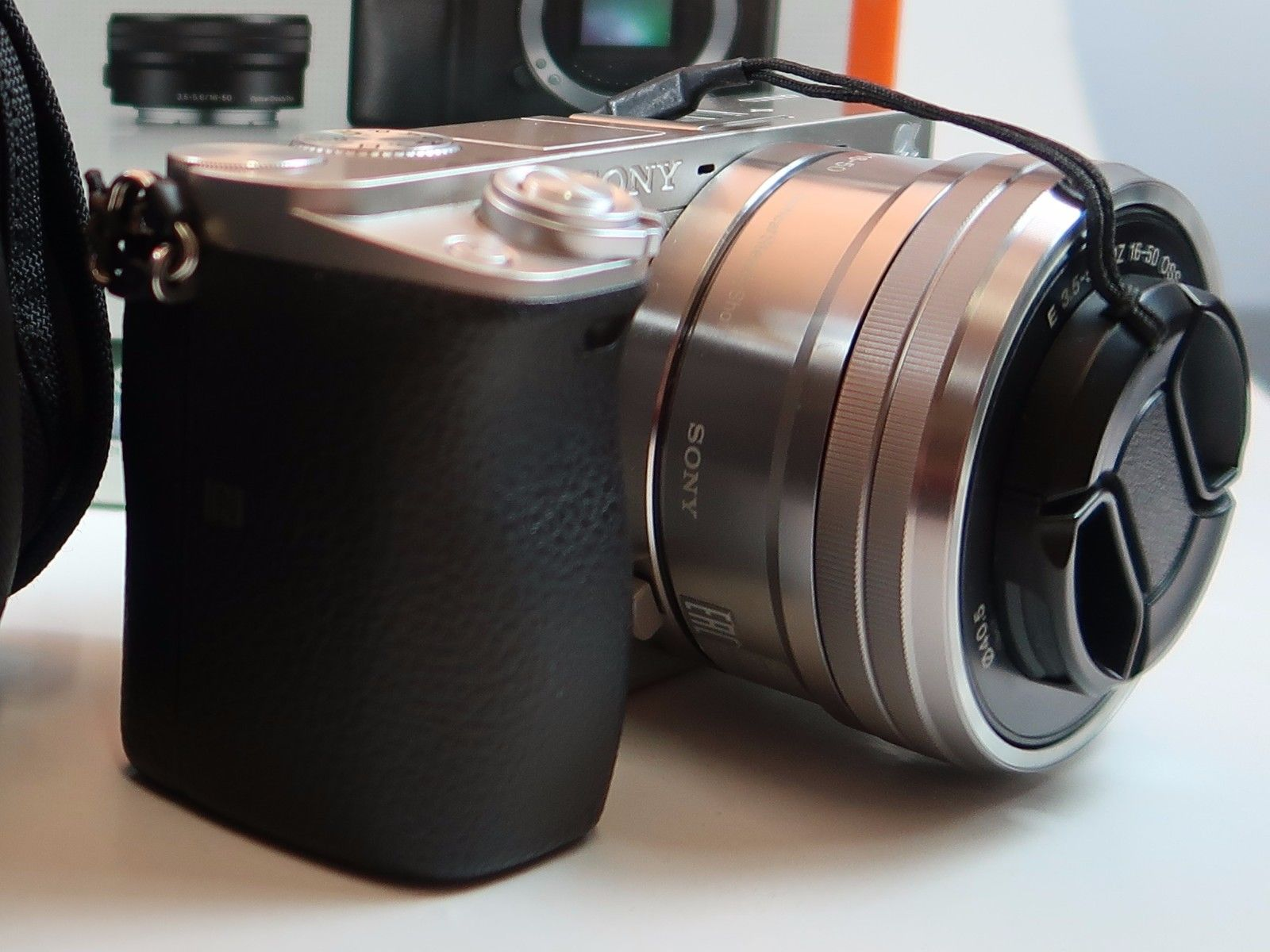 Sony Alpha 6000 Kit 16-50mm, DSLR mit Objektiv