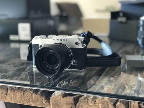 Olympus PEN-F 20.3MP Digitalkamera - Silber (Kit mit Nur Gehäuse Objektiv)