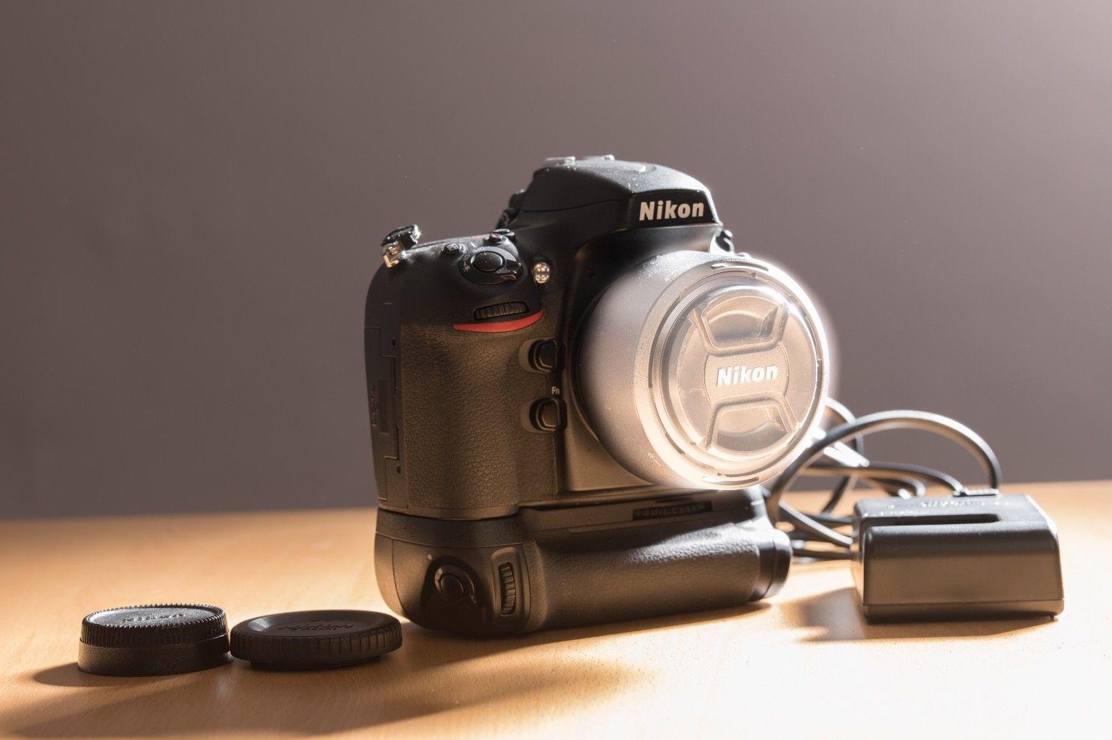 Nikon D800 Body mit Original Nikon Handgriff