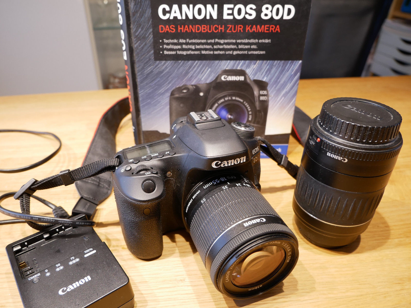 Canon EOS 80D 24.2MP Digitalkamera - Schwarz (Kit mit EF-S 18-135mm Objektiv)