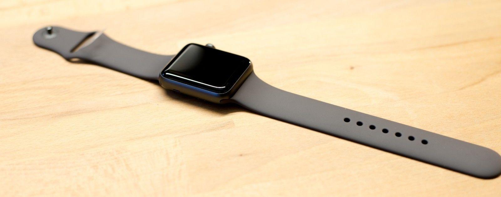Apple Watch Series 2 42mm Aluminium in Space Grau mit Sportarmband Apple Care+