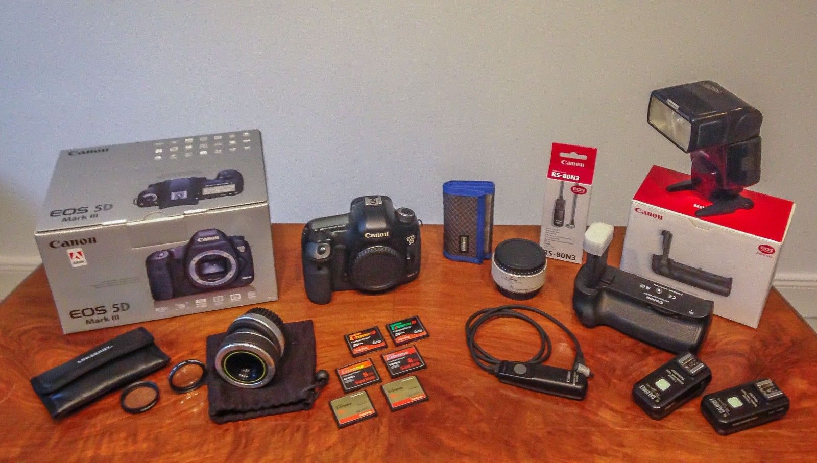 Canon EOS 5D Mark III Set / Blitz 550 EX / Batteriegriff BG-E11 / Lens Baby