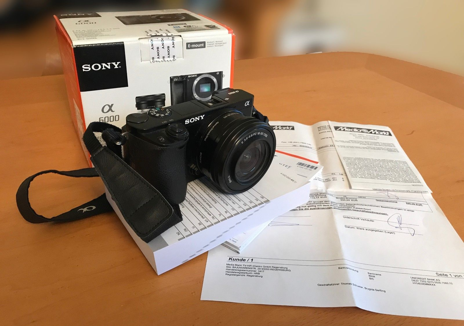 Sony Alpha ILCE-6000L 24.3 MP mit Objektiv SELP1650 - schwarz