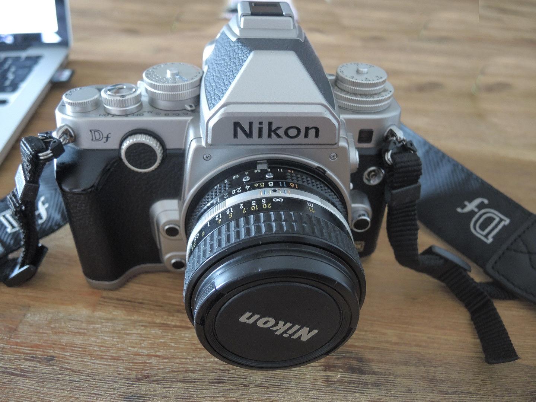 Nikon Df Geh. silber mit anal. Matts. + AF-S Nikkor 50 mm f1,8 im Kit OVP