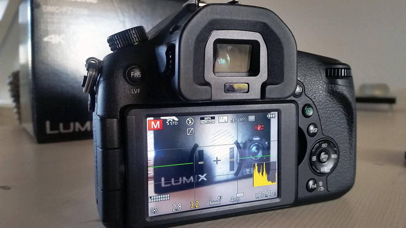 Panasonic Lumix DMC-FZ1000 20.1 MP 4K Superzoom