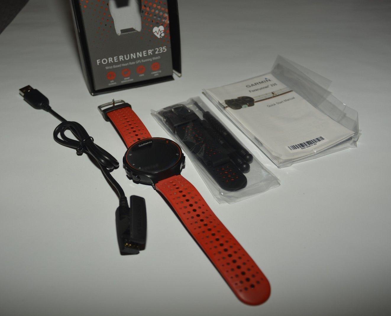 GARMIN Forerunner 235, GPS Laufuhr Smartwatch, schwarz/rot, plus rotes Armband